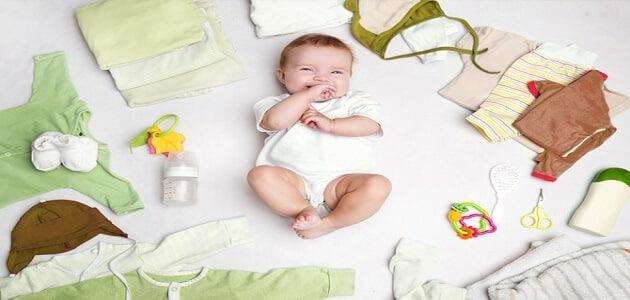 ماهي احتياجات المولود الجديد من الملابس
