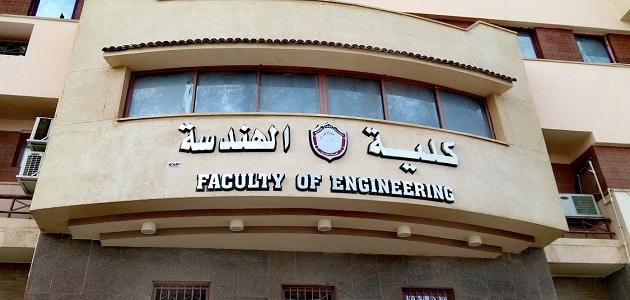 هل تقبل كلية الهندسة خريجي دبلوم فني صناعي ؟