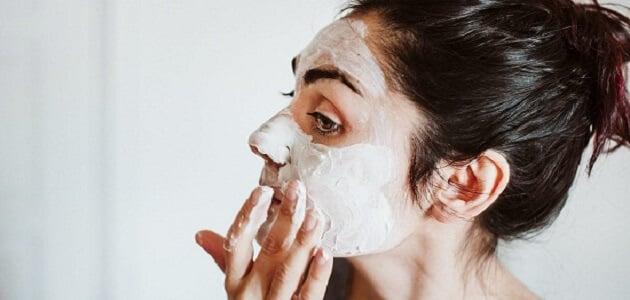 7 وصفات طبيعية لعلاج الرؤوس البيضاء