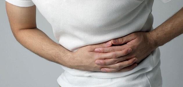 أسباب ألم في الجانب الأيسر من البطن مع غازات وعلاجه