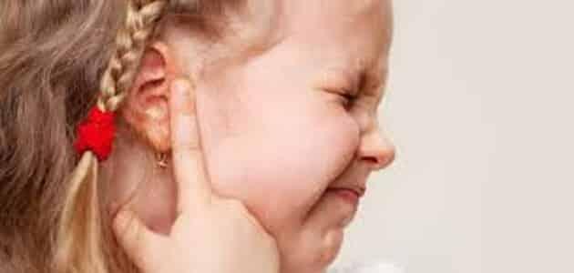 اسباب نزول الماء من الاذن عند الاطفال مقال