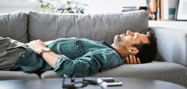 ما هي أسباب ألم أسفل البطن والظهر عند الرجال وعلاجها بالأعشاب؟