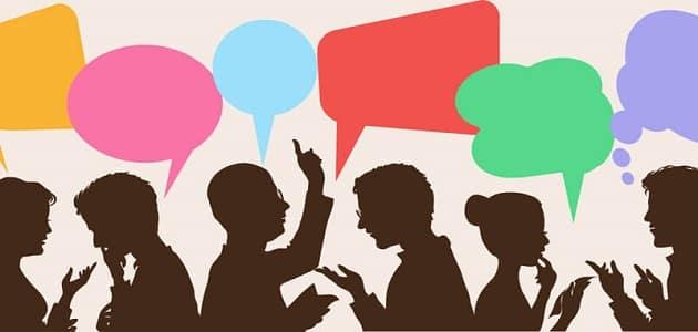 حوار مختصر بين شخصين عن مواقع التواصل الاجتماعي