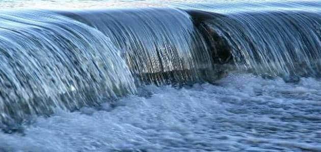 تفسير حلم الماء الجاري والعكر وفي الأرض