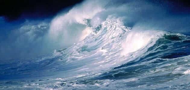 تسونامي في البحر